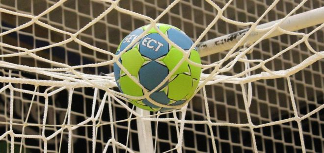 Ny studie: Knäskador vanligast i fyra av fem populära  lagidrotter – och störst risk för skador i handboll